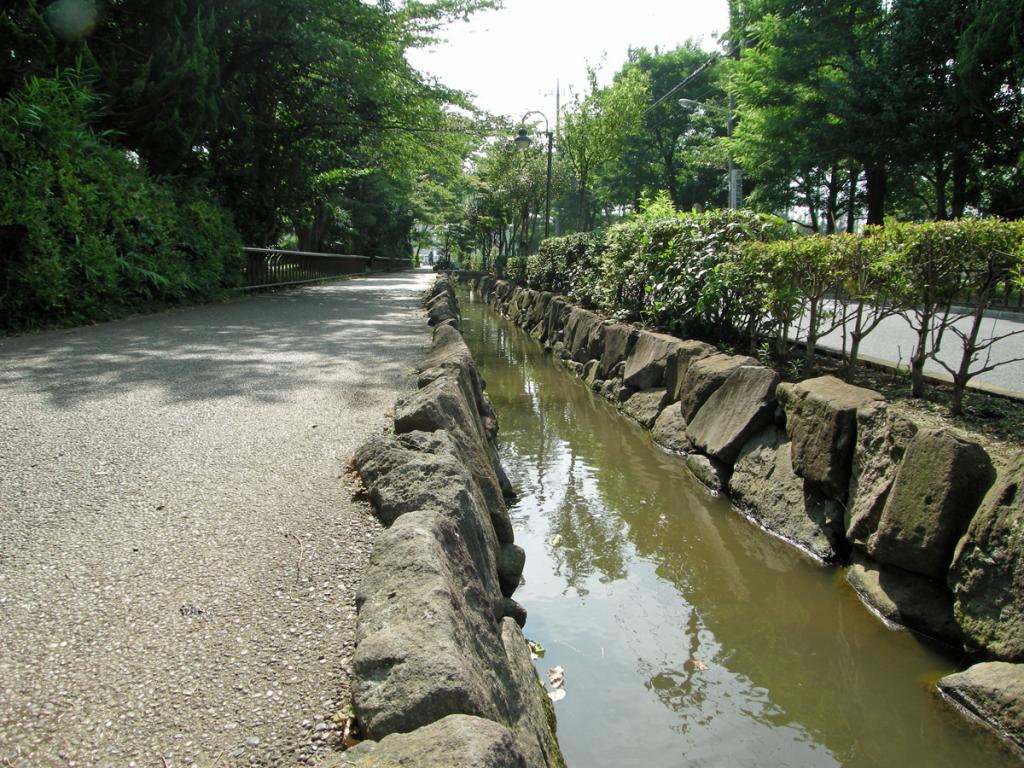画像 本郷用水親水緑道の案内板
