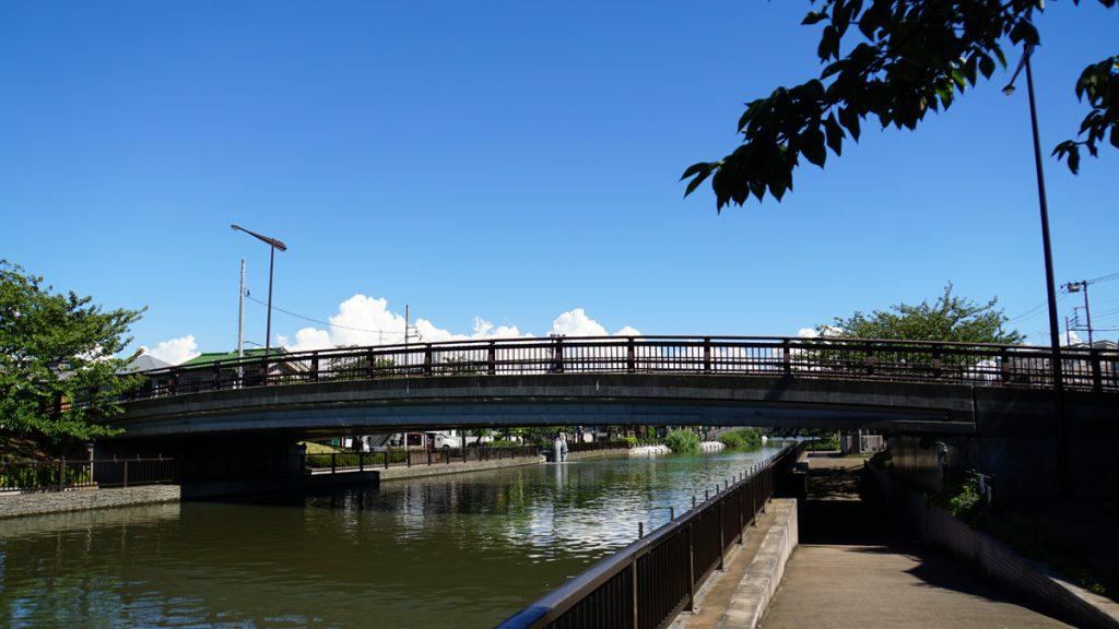新川にかかる橋