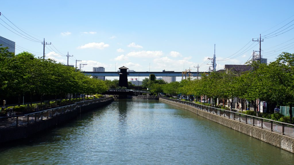 新川 西水門方面の眺め