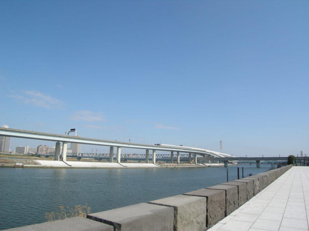 新川西端より中川をのぞむ