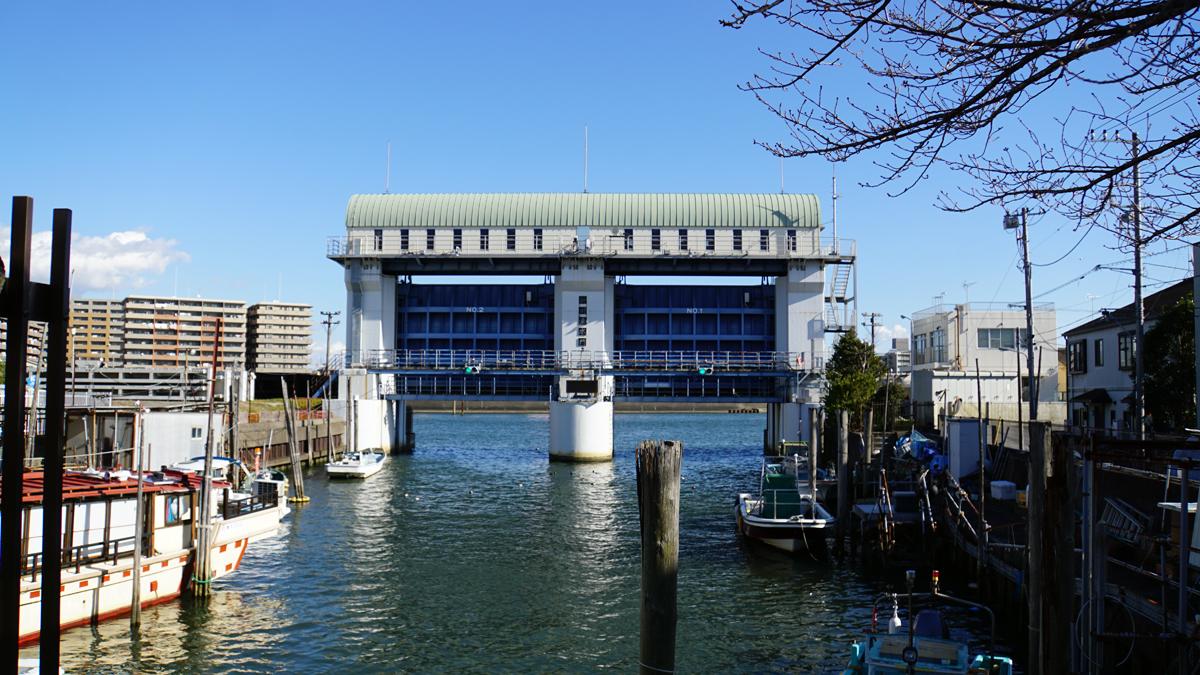 新川東水門