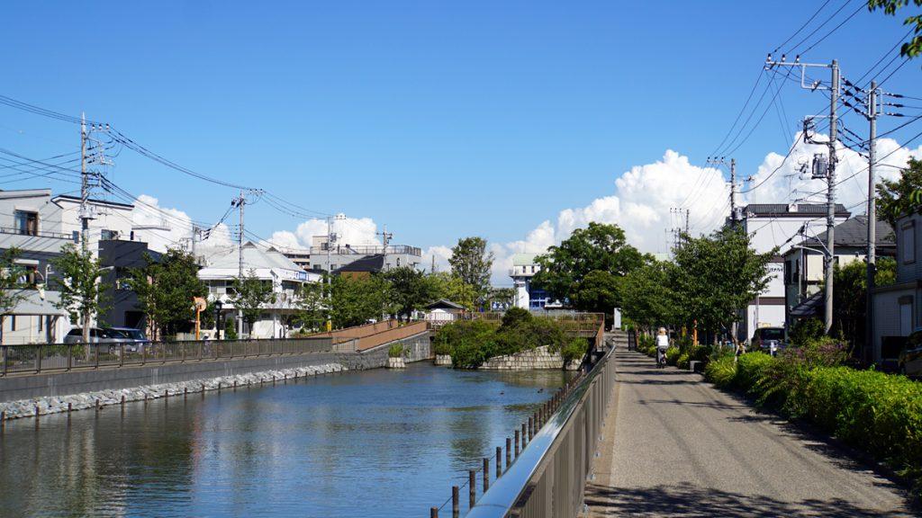 新川 東水門