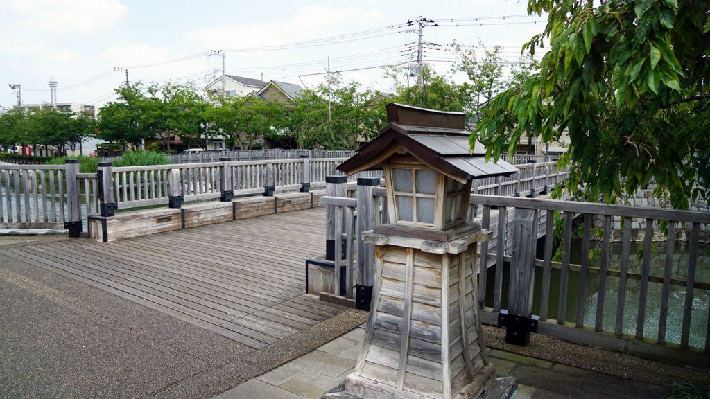 新川にかかる人道橋
