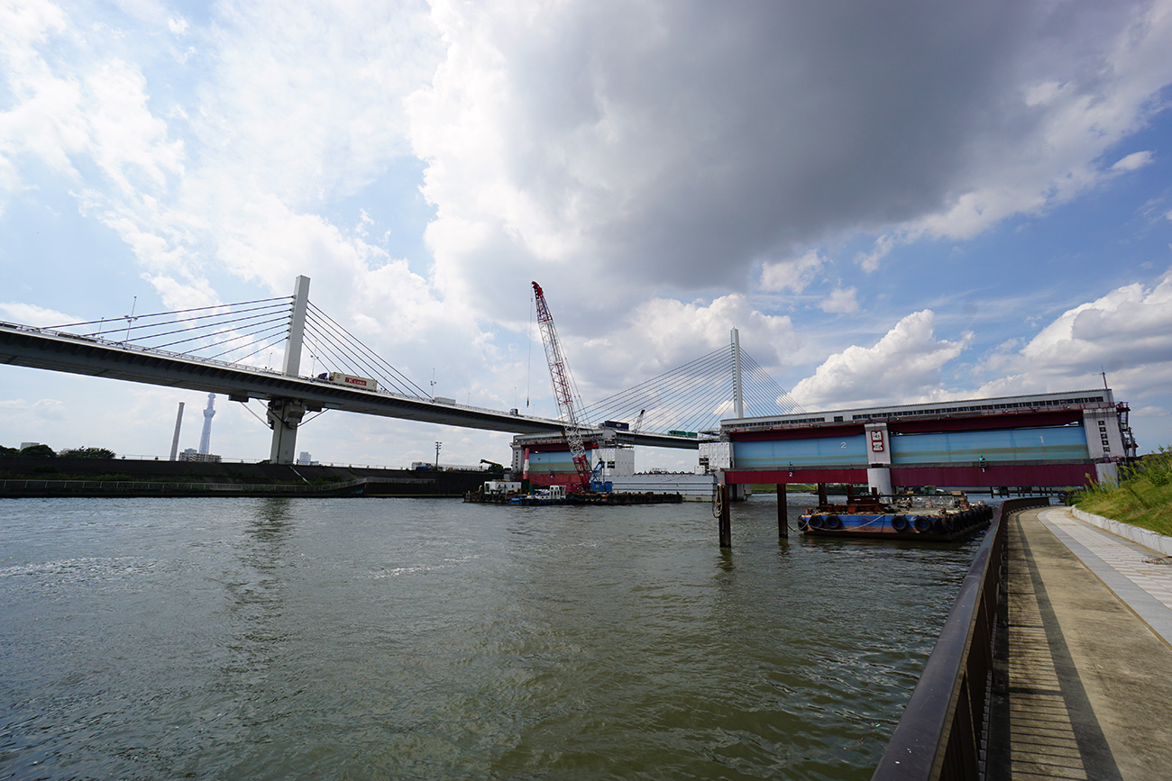 画像 中川放水路の風景 上平井水門