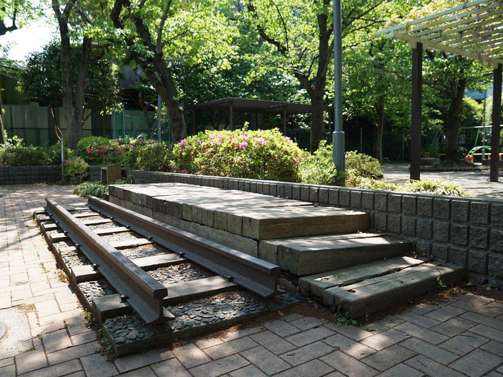 画像 松江公園にある城東電車のモニュメント