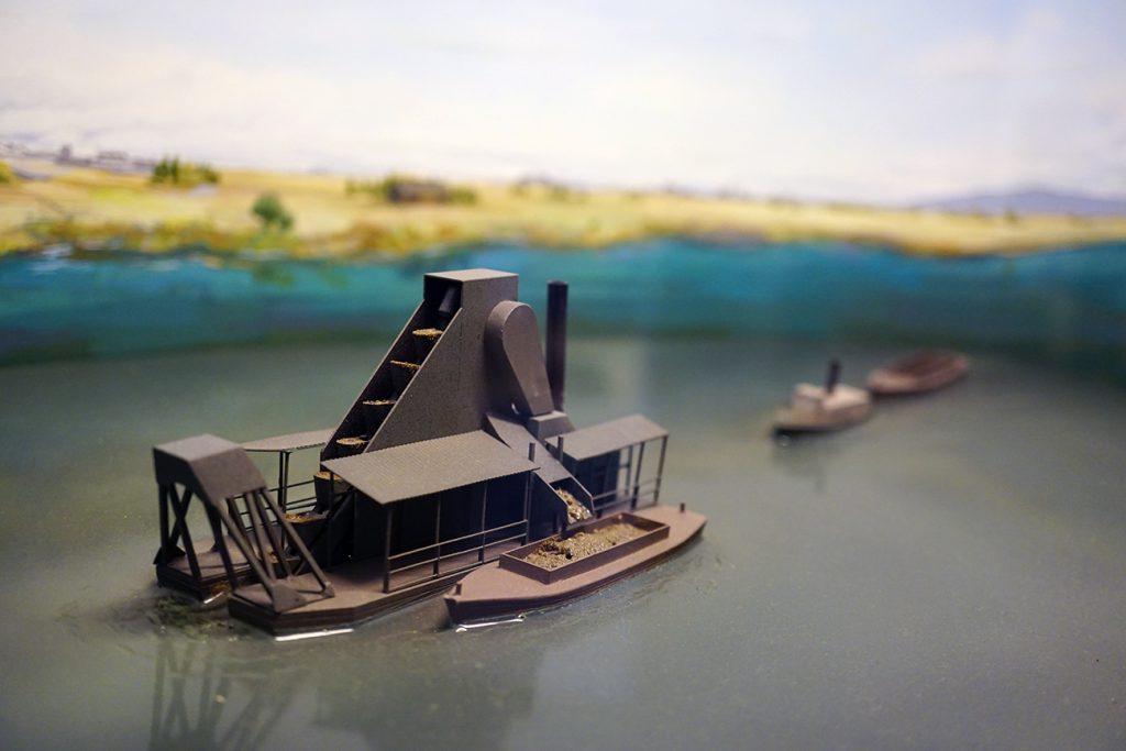 画像 浚渫船による浚渫工事の様子