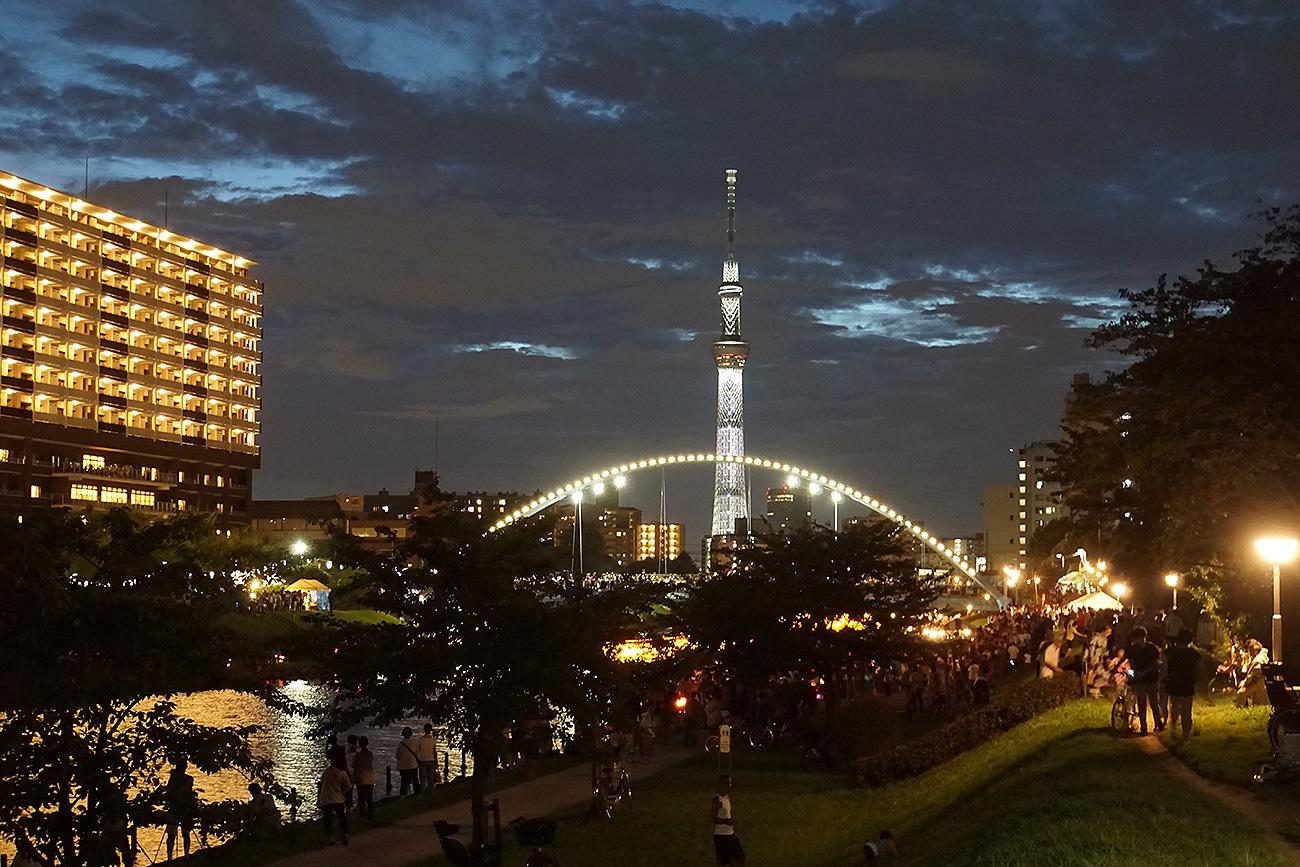 画像 旧中川灯籠流し 東京大空襲犠牲者追悼