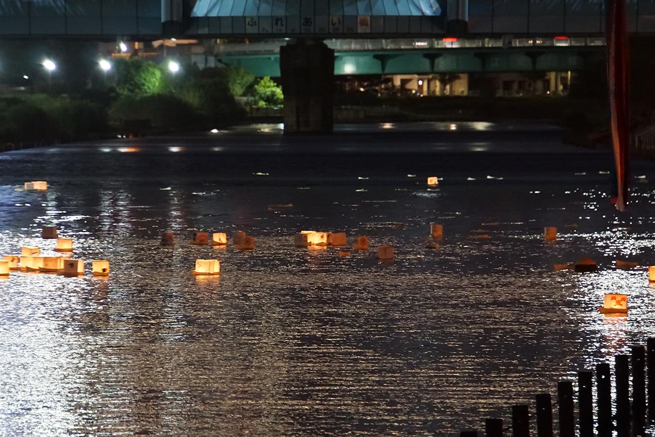 旧中川灯籠流し 東京大空襲犠牲者追悼