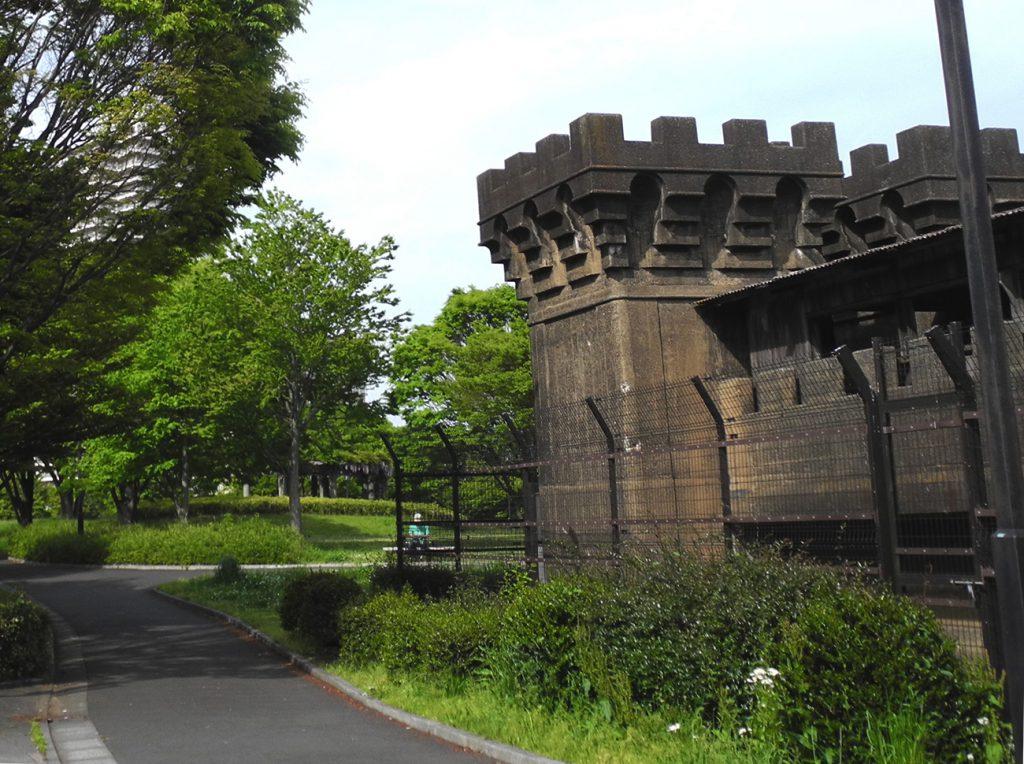 画像 3分の1が土に埋まっている旧小松川閘門