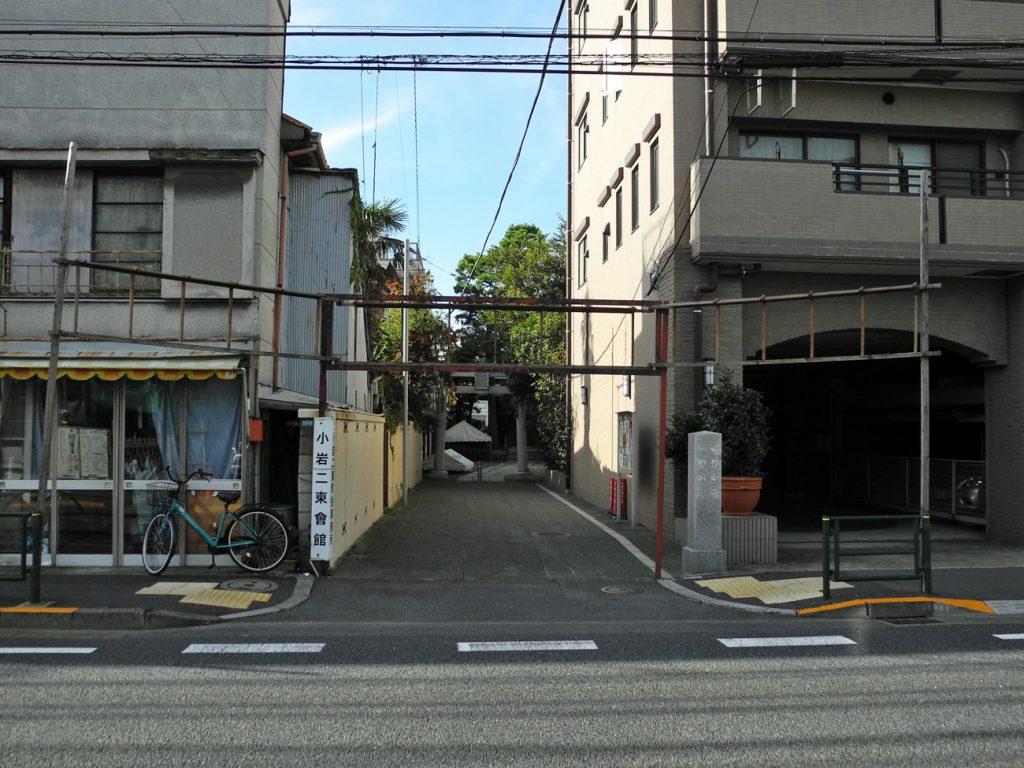 画像 少々狭い参道の間口