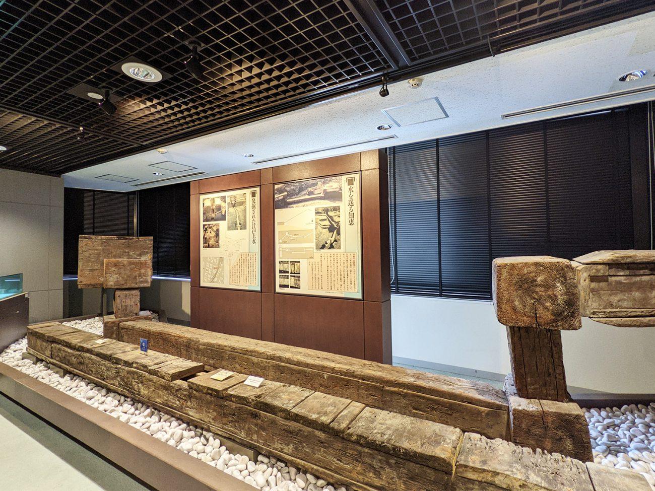 画像 木樋による配水管 (東京都水道歴史館展示より)